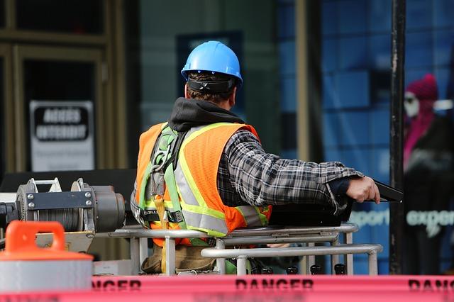 Inżynier na placu budowy