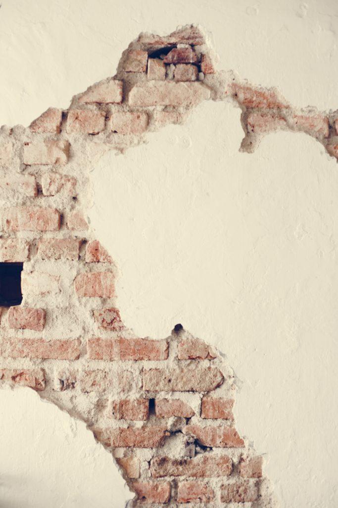 Pęknięcia ściany konstrukcyjnej